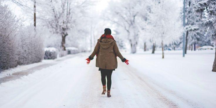 7 способов отдохнуть в новогодние праздники, никуда не уезжая - https://lifehacker.ru/2017/01/01/otdoxnite-v-novogodnie-prazdniki/