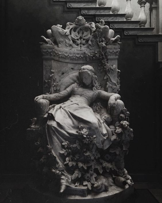 Louis-Sussmann Hellborn created the amazing Sleeping Beauty marble sculpture tha…