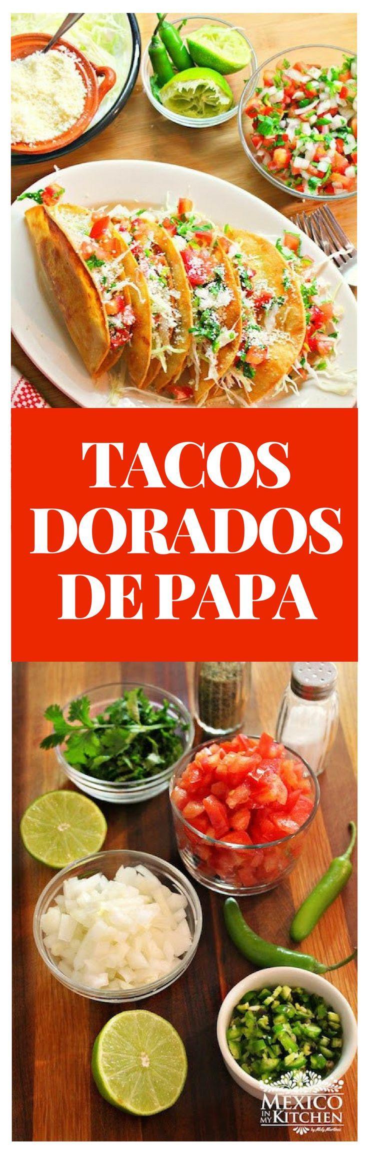 Los Tacos Dorados de Papa es uno platillo muy popularque tanto a niños como adultos les encantan. No necesitas muchos ingredientes para prepararlos, e incluso puedes prepararlos con anticipación y sólo calentarlos en el horno. #recipe #mexicancuisine #mexicandoad