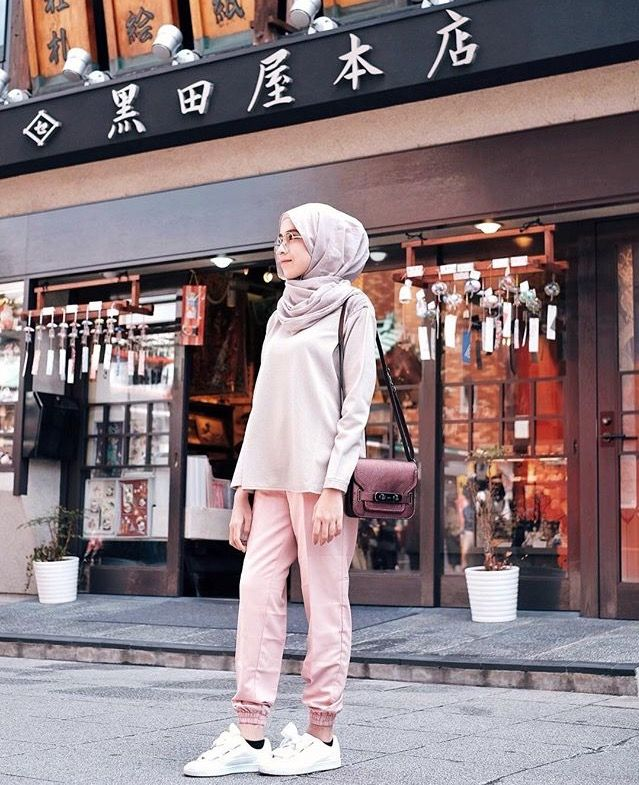 Really love her outfit.. cek her on instagram http://instagram.com/ameliaelle