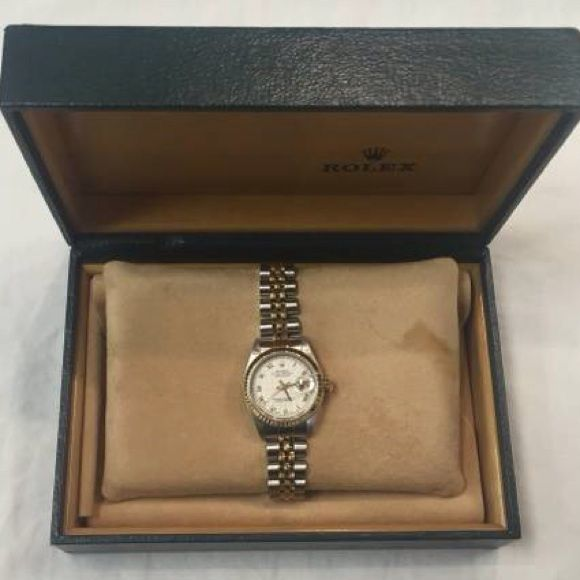 ☺️Authentic women's Rolex watch ☺️ I have this beautiful Ladies Rolex Oyster Perpetual Datejust Quickset SS & 18k Gold Watch up for sale, great for just about any occasion. Watch is in good, properly working condition and is keeping accurate time. Watch i