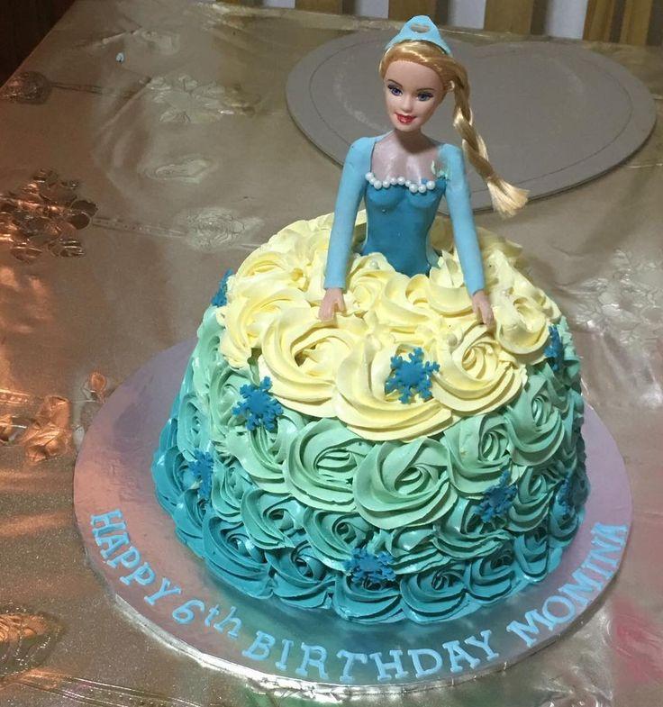 Frozen doll cake #cake #frozen #doll #elsa #anna #disney #rose #rosettes #blue #snowflakes #pieceofcake http://misstagram.com/ipost/1566768978179697781/?code=BW-SBWlgKx1