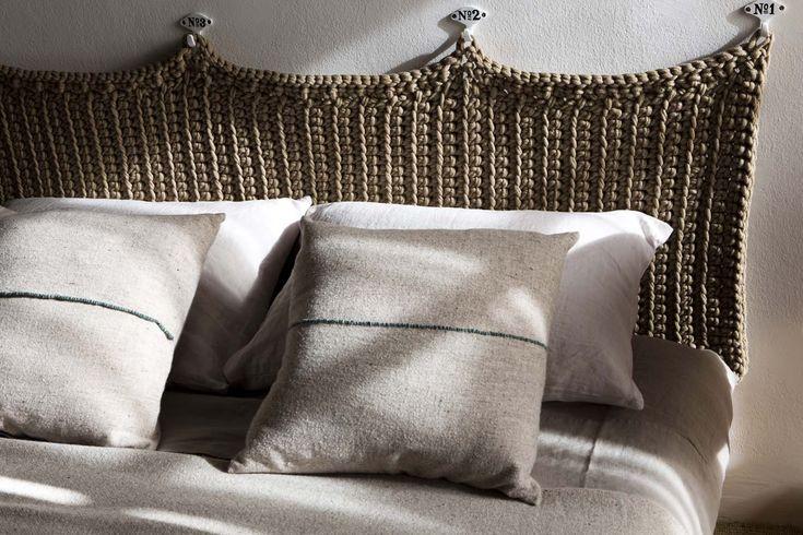 Preciosos cabeceros o respaldos tejidos manualmente, que aportan una bonita y novedosa textura a las paredes dando calidez y originalidad al espacio. En el caso de ser utilizado como cabecero de c…