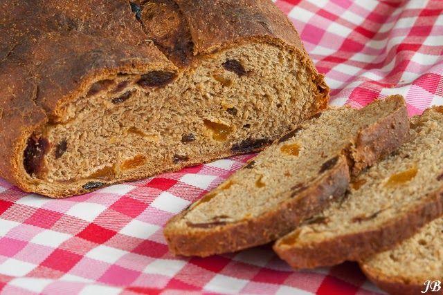 Carolines blog: Brood met dadels, abrikozen en sultana's