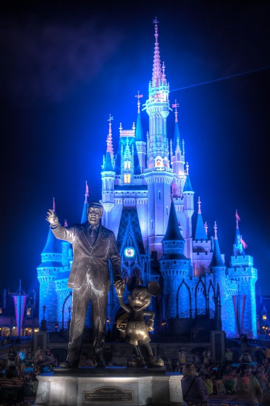 Bucket List - Visit Disneyland in California. More Travel Pinspiration on the Blog: http://www.ytravelblog.com/travel-pinspiration-california/