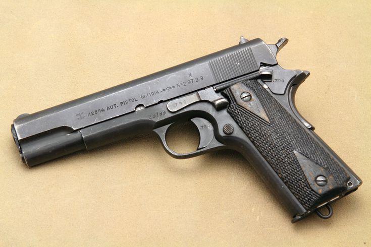 """nazi-1911El ejército noruego adoptó oficialmente el """"Kongsberg Colt"""" en agosto de 1914 y la producción comenzó en el Kongsberg Vaapenfabrikk en Noruega. Alemania ocupó Noruega a partir de 1940 y tomó el control de la fábrica de Kongsberg, que continuó haciendo los 1911s para el uso nazi, que ahora se llama la Pistole 657 (n). Sólo 920 de estas pistolas fueron siempre marcada-Waffenamt, haciendo ejemplos existentes muy raro y altamente coleccionables."""