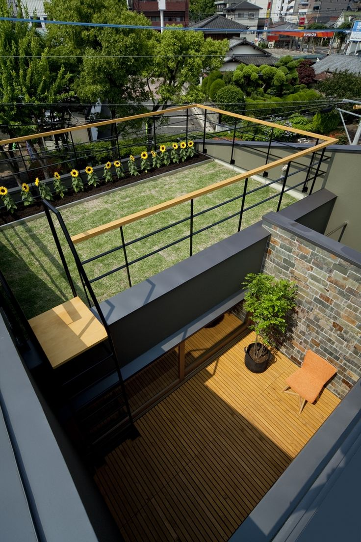 屋上庭園+中庭テラス(ミドリノイエ -屋上に庭のある家-)