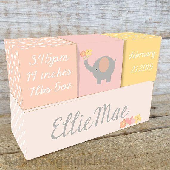 Nome personalizzato su blocchi di legno su ordine di nascita Pink Elephant