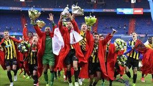 Resumen del AZ Alkmaar - Vitesse (0-2) de Copa de Holanda http://www.sport.es/es/noticias/futbol-internacional/vitesse-hace-historia-holanda-6008351?utm_source=rss-noticias&utm_medium=feed&utm_campaign=futbol-internacional