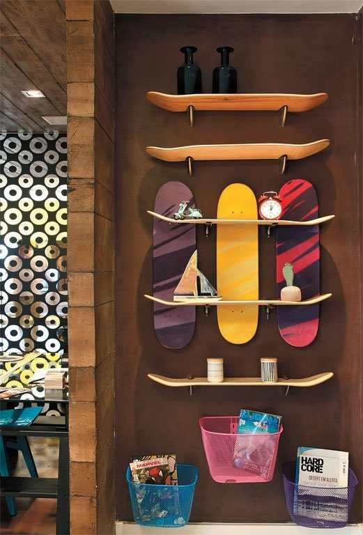 Using skate boards to do a new shelf  upcycle recycle                                                                                                                                                                                 Mais