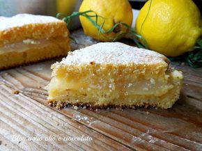 La torta al limone cremosa è un dolce particolarmente profumato , con tanto limone e morbidissimo e con un cuore cremoso ricco di limone molto invitante