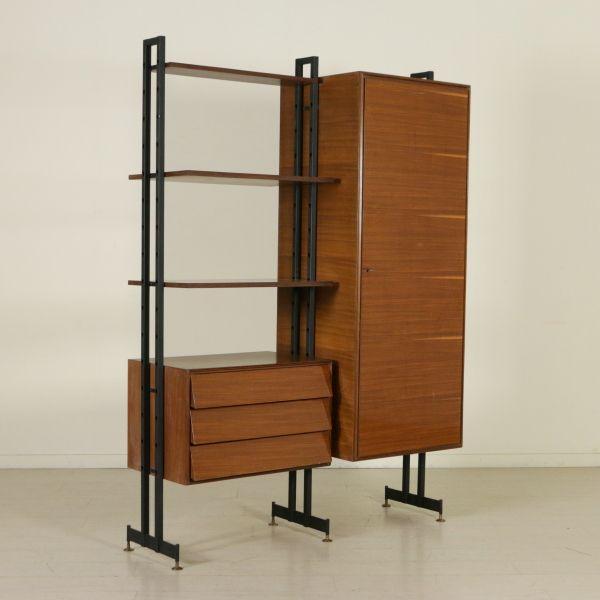 Mobile con libreria a ripiani regolabili in altezza; ripiani in legno impiallacciato palissandro, metallo. Buone condizioni; presenta piccoli segni di usura.