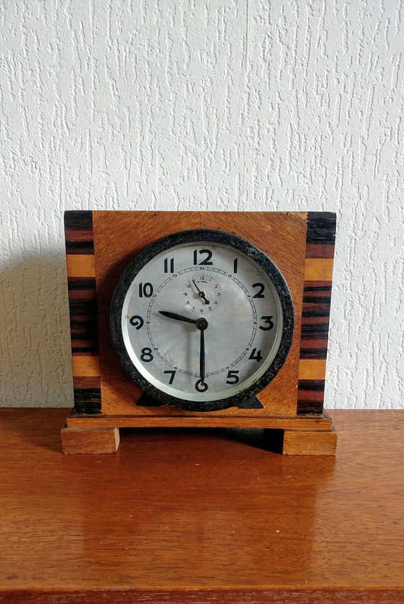 Bekijk dit items in mijn Etsy shop https://www.etsy.com/nl/listing/544380230/vintage-art-deco-alarm-clock-wooden