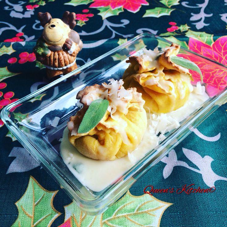 Tra le mie #RicetteDelleFeste troverete questi #fagottini di sfoglia alla #curcuma ai 2 ripieni: uno con zucca, gorgonzola, noci e salvia e l'altro con cavolfiore, stracchino, mela #annurca e uvetta!  la ricetta è già sul blog! http://www.queenskitchen.it/fagottini-di-sfoglia-alla-curcuma-ai-due-ripieni #queenskitchen #RicetteDelleFeste