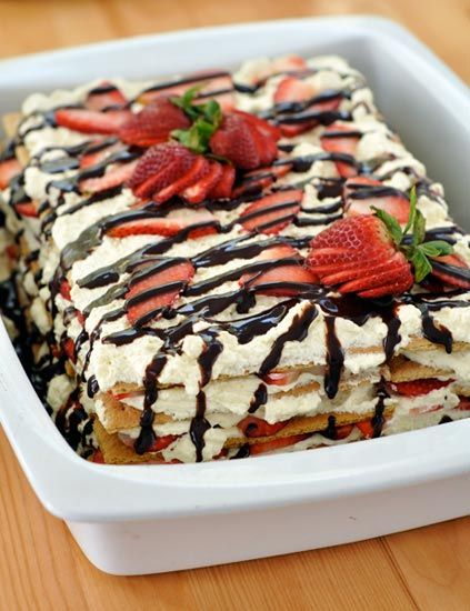 Simple n Easy No-Baked Strawberry Cake..yum!