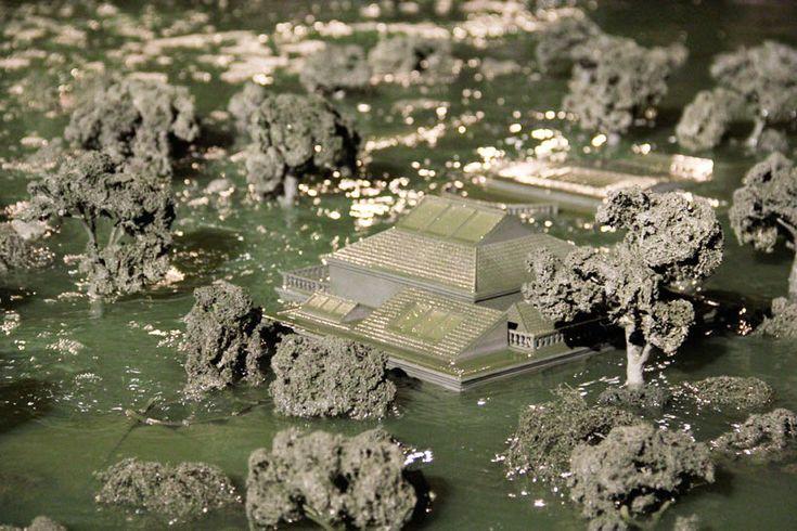 """Padiglione del Cile  Alfredo Jaar, Venezia, Venezia (2013)   È un'immagine di pochi secondi, bastevoli, però, a lanciare un messaggio, intrinsecamente politico: l'obsolescenza del """"sistema"""" Biennale."""