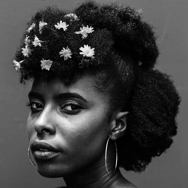 - GILLIAN OKYERE  (@thepurpleclassics) Texture. Afro-texture hair. Afro hair. Kinky hair. Natural hair. Pretty hair. Beautiful hair. Healthy hair. Black women. Black hair care. Flowers in hair.