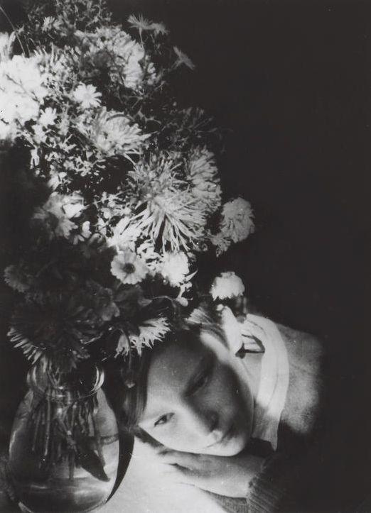 Alexander Rodchenko - Polevye tsvety (Portrait of the artist's daughter), Varvara Rodchenko, 1935. S)
