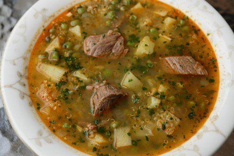 Ecuadorian Sopa de Quinua con Carne - Quinoa soup with beef Mexican Food Recipes, Beef Recipes, Soup Recipes, Cooking Recipes, Bolivian Food, Bolivian Recipes, Peruvian Recipes, Comida Latina, Fun Easy Recipes