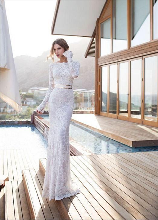 Sexy strakke trouwjurk van kant met half open kanten rug