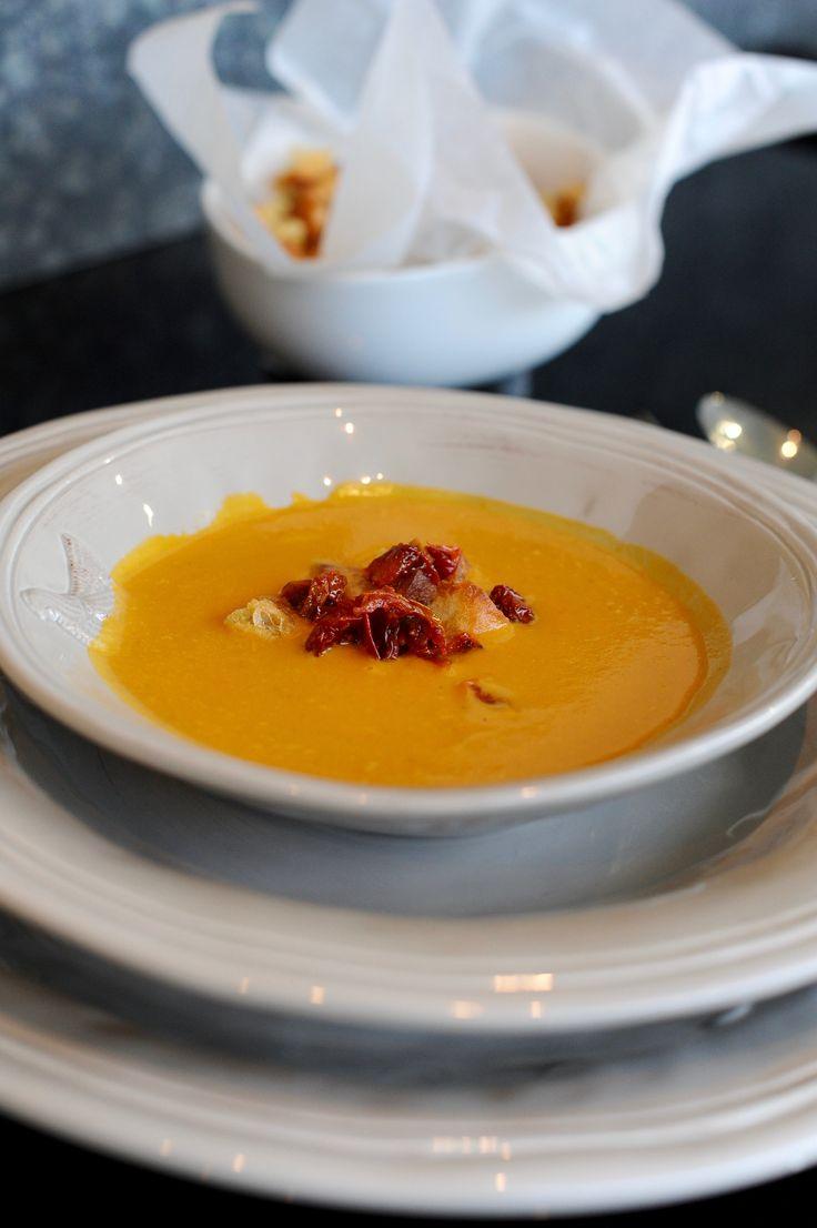 Dýňová polévka s pomalu pečenými rajčaty   Kitchen Table