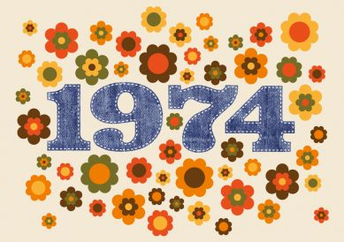 In 2018 werden Sie 44 Jahre alt? Coole Geburtstagseinladung mit typischen Seventies-Blumen und Zahl 1974 in Jeanslook Wir haben auch eine 1973 für Leute, die noch in 2017 feiern. #einladunggeburtstag.de