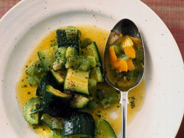 Zucchine al vapore con salsa al kiwi