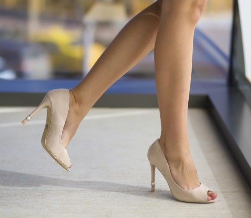 Pantofi Perly Bej - <br>Culoare:  Bej<br>Dimensiune toc:  10<br>Material:  Piele eco intoarsa Colectia Pantofi cu toc de la  www.cutoc.net