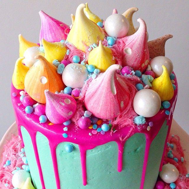 Cake by @katherine_sabbath + Meringue kisses by @charlie__buckett