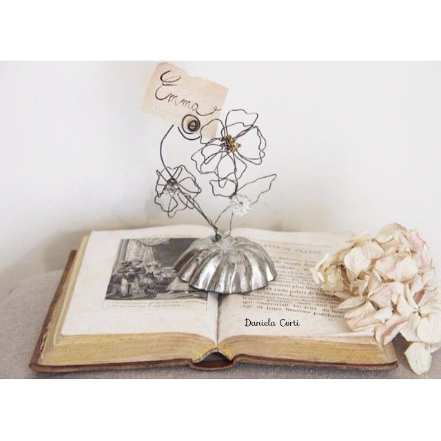 Wire flowers for this Photo /card/ place holder   shabby style  Daniela Corti Fili di poesia
