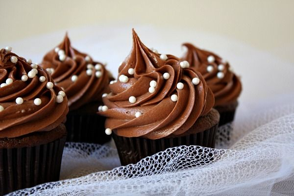 This is the best chocolate buttercream frosting ever. It's the only one we use!! | Simple recipe for Chocolate Wedding Cupcakes with Chocolate Buttercream Frosting