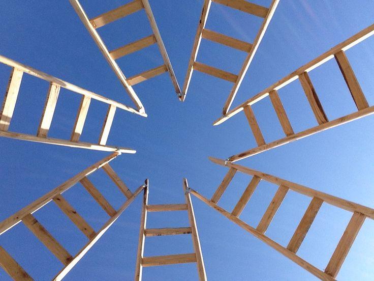 Axis Mundi - installazione di Gandolfo G. David - vista dall'interno - realizzata nel novembre 2014 tra gli ulivi dell'azienda Planeta  per Extravergine - Menfi - Sicilia