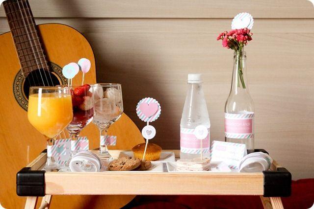 Tuty te ensina: Café da manhã para o Dia dos Namorados  No post de ontem divulgamos os links para download gratuito para nossas 3 opções de kits para comemorar o Dia dos Namorados. E agora ficam aqui nossas super dicas para fazer bonito no dia 12!