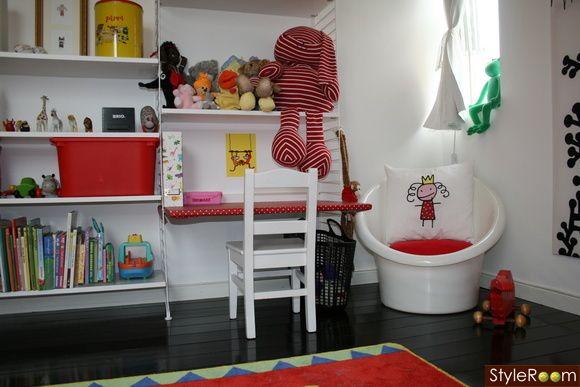 string,skrivbord,barnrum