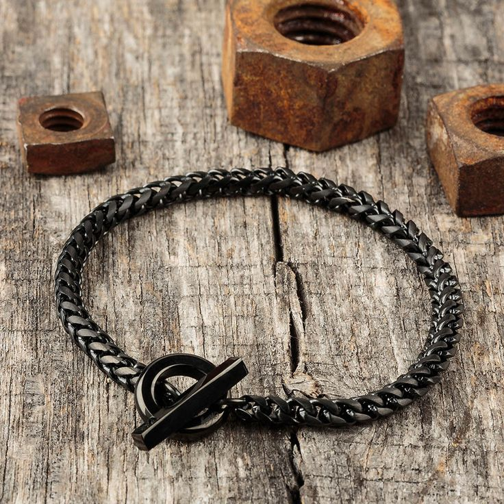 Such a sleek chain link bracelet