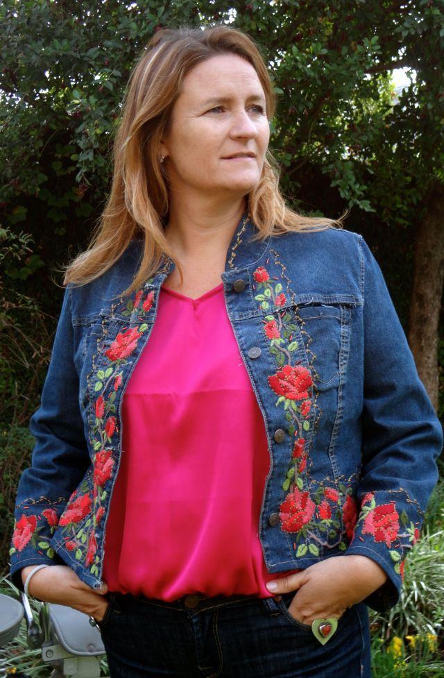 """María Cielo: Campera de jean bordada """"Las Dumas"""""""