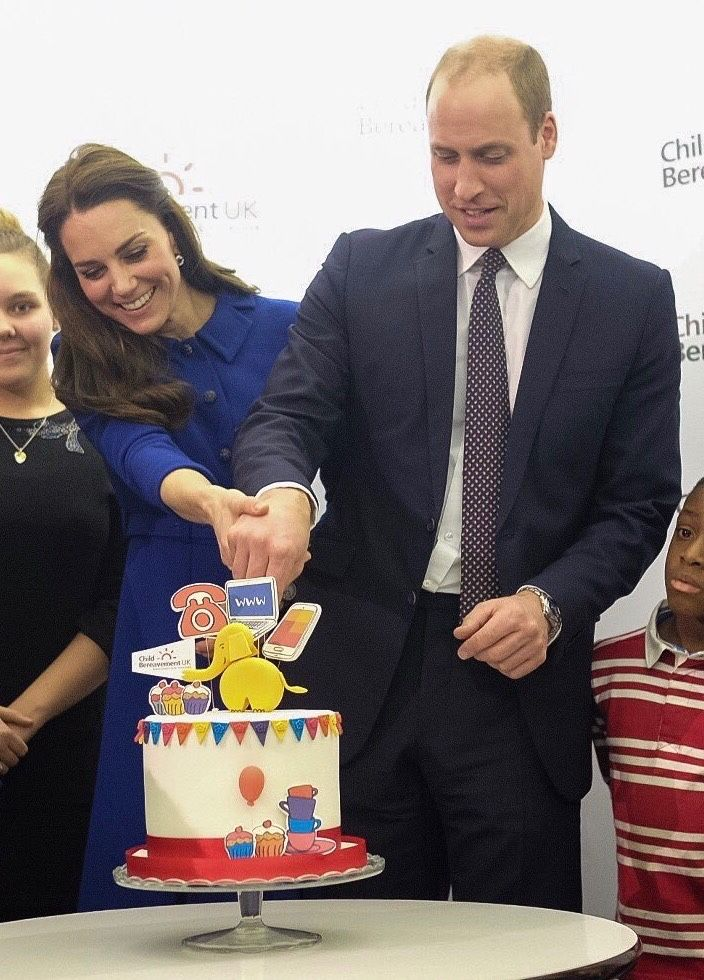 Prince William, Duke of Cambridge and Catherine, Duchess of Cambridge prepare to cut a cake to celebrate the one year anniversary of this charity's branch, during their visit to a Child Bereavement UK Centre in Stratford in London, England. || 11.1.2017