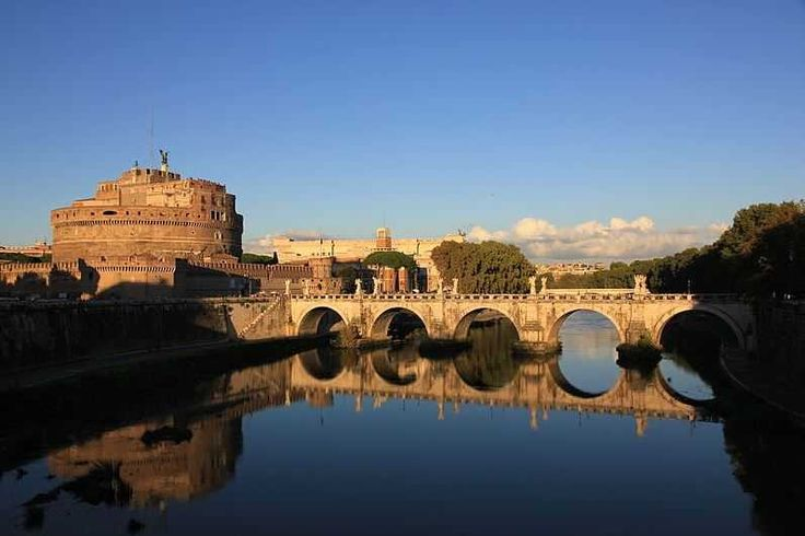 Castel Sant'Angelo - Top 10 Tourist Attractions in Rome http://www.traveloompa.com/top-10-tourist-attractions-in-rome/