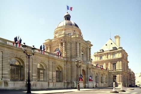 """El Senado francés aprueba la ley de matrimonio igualitario mientras los opositores hablan de """"incitación a la guerra civil"""""""