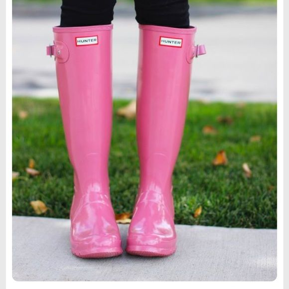 Pink HUNTER rain boots Pre owned pink HUNTER rainboots that are too big.  Has small mark on right boot (pic 3). These are original gloss tall rain boot.  W23616.  I would say these would fit a size 6.5/7 because I wear a 6 and they are too big. Hunter Boots Shoes Winter & Rain Boots