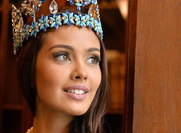 Megan Young Photos Photos - Miss World, Megan Young attends a photocall for Miss World 2014 on November 25, 2014 in London, England. - Miss World Photo Call