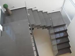 escada em U para casas com pouco espaço para execução