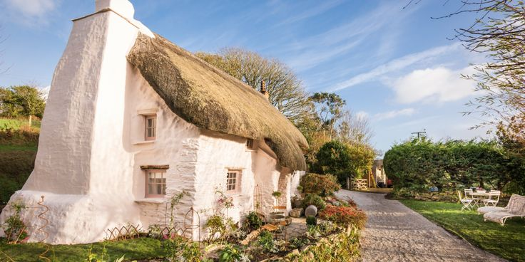 This cottage looks like my dream home.... what's yours? #loveyourhome