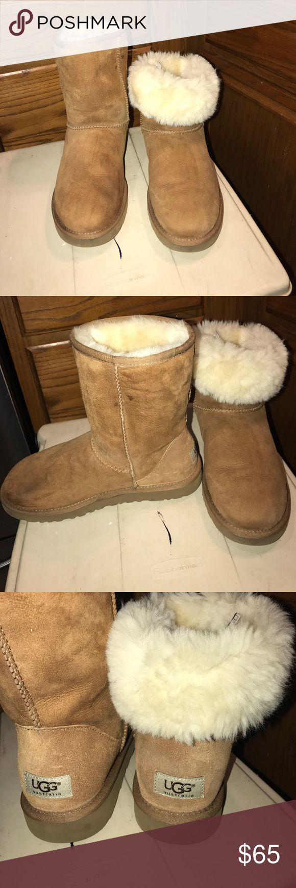 woman Classic  UGg color beige Woman classic  style UGG good  condition  color  beige Australia ugg 9 inches tall clean  fur own inside style no 5825 USA Size8 U k 6.5 EU 39  Japan 250  sole are good must have UGG Shoes Ankle Boots & Booties