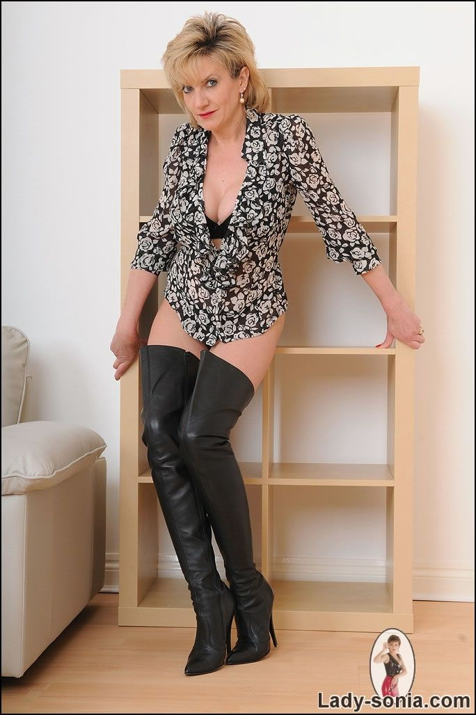 silverlake milf personals Lonely wives and cheating wives are married but looking for discreet affairs.