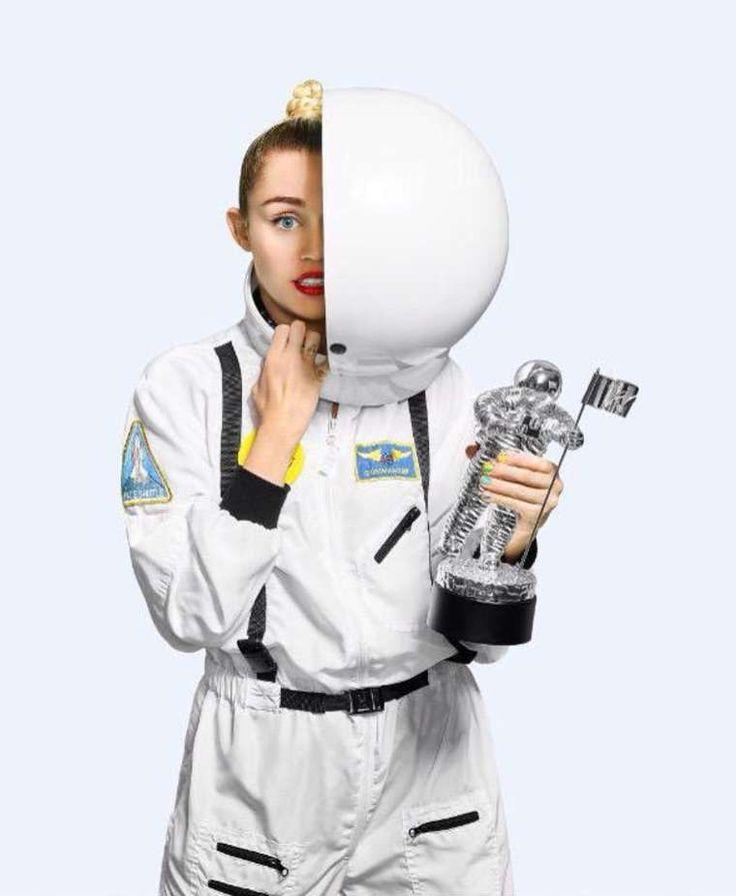Miley Cyrus – VMA 2015 Photoshoot