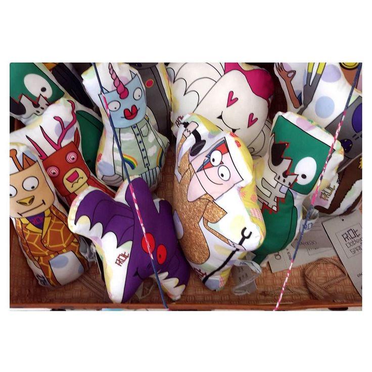 I Riottini Plush teneri pupazzi da compagnia! Si prendono cura di te mentre fai le nanne sul divano mentre stai guidando e ti fanno compagnia nelle giornate di sole come in quelle di pioggia. Sono dei fedeli amici per vivere un sacco di avventure! Li trovi nello Shop online!  #riotclothingspace #prodotti #artigianato #fattoamano #madeinitaly #artigianatoitaliano #moda #handmade #marketing by riot_clothing_space