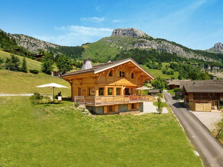 Découvrez les Alpes du Nord dans ce chalet récent 4 étoiles avec cheminée, salle de jeux, vues superbes, terrasses ensoleillées. 1h aéroport de Genève