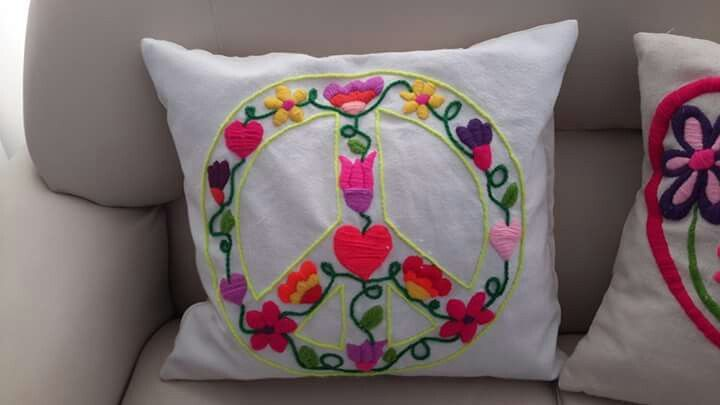 Signo de la paz.  Bordado mexicano