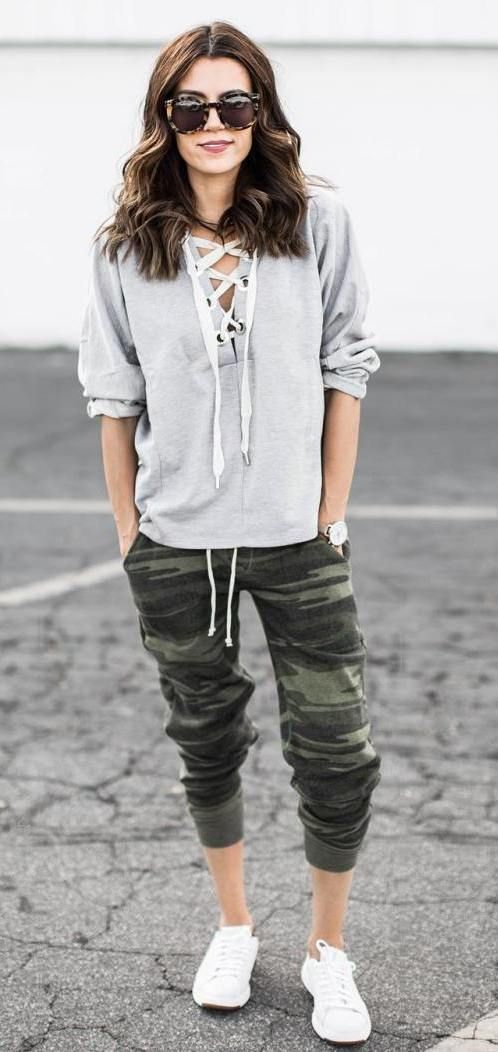 Casual camo jogger pants outfit